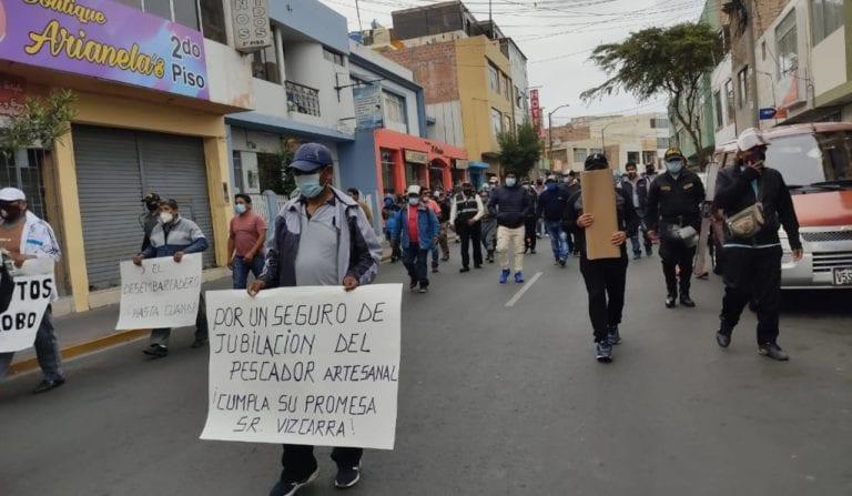 Pescadores marchan contra indiferencia de autoridades