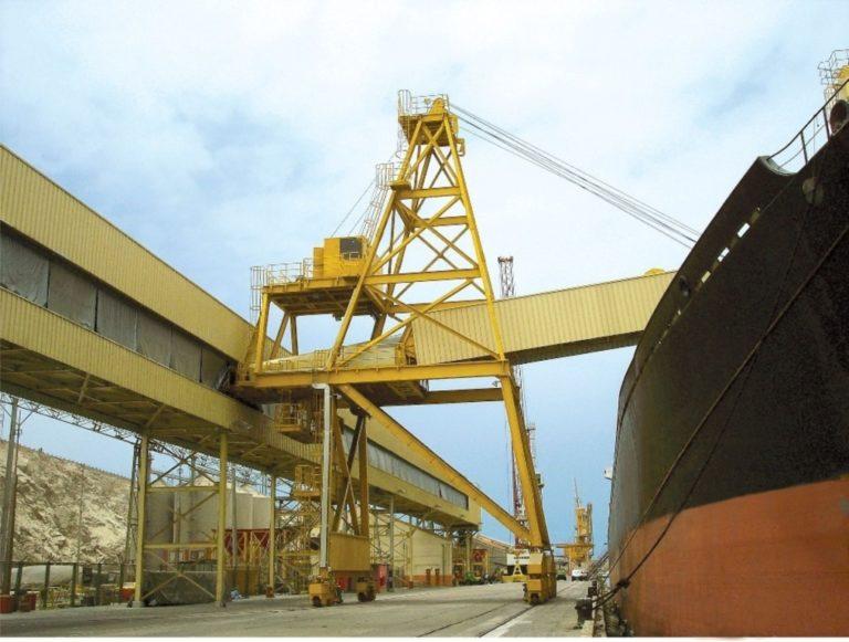 Reanudan transporte de cobre hacia el puerto de Matarani