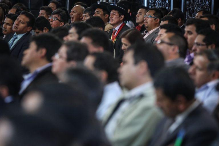 Más de 1,800 municipios rechazan vacancia y piden pronunciamiento del TC