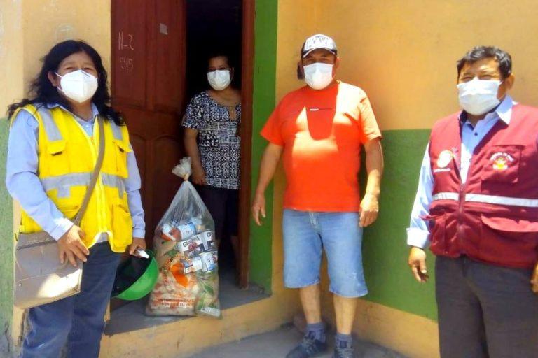 Entregan canastas de víveres a pobladores vulnerables