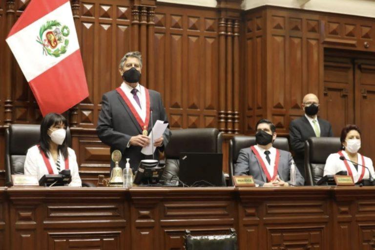 Presidente del Congreso rindió tributo a Inti Sotelo y Jack Brian Pintado