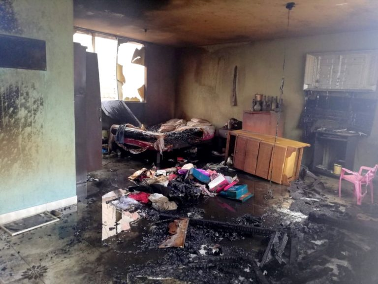 Incendio consume vivienda en Pampa Inalámbrica