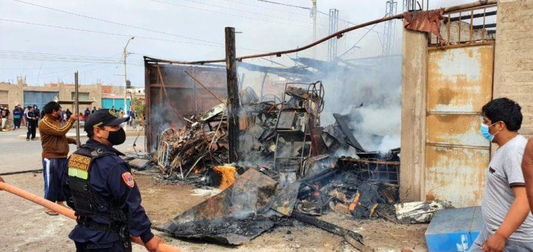Ilo: incendio en depósito clandestino de chatarra en Villa Las Lomas