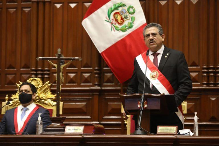 Manuel Merino de Lama asume la presidencia de la República