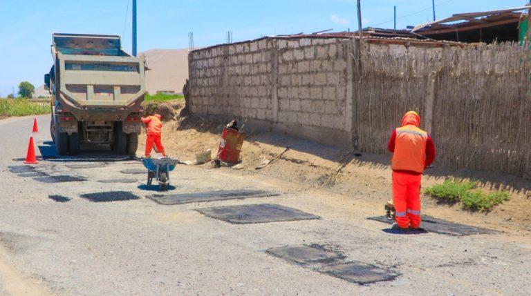 Inician trabajos de mantenimiento y parchado de pistas en Punta de Bombón