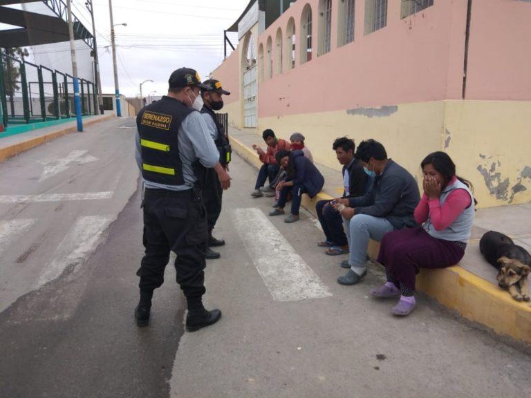 Serenazgo detecta a personas sin mascarillas y distancia social en Deán Valdivia