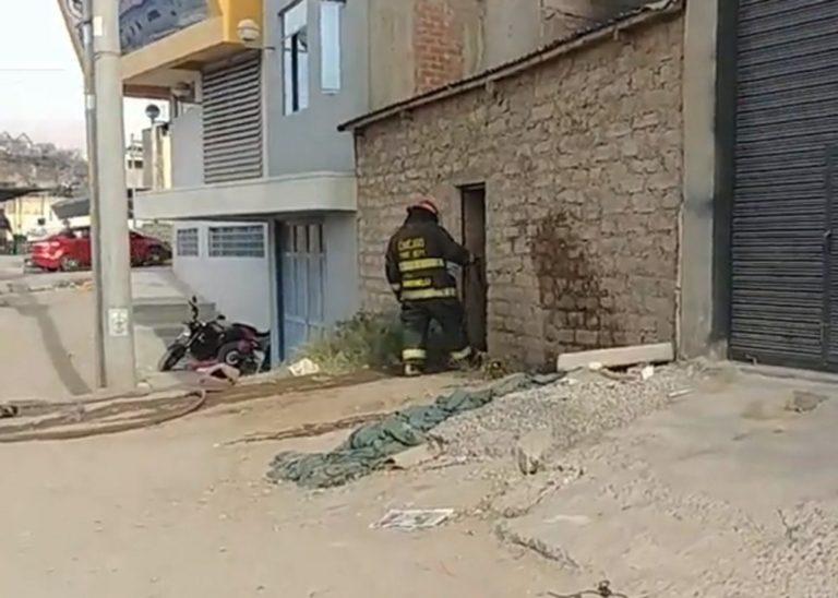 Valeroso policía salva de incendio a mujer de 90 años de edad