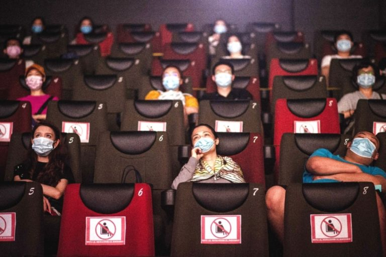 Aprueban la reapertura de cines, teatros, gimnasios y casinos con aforo del 40%
