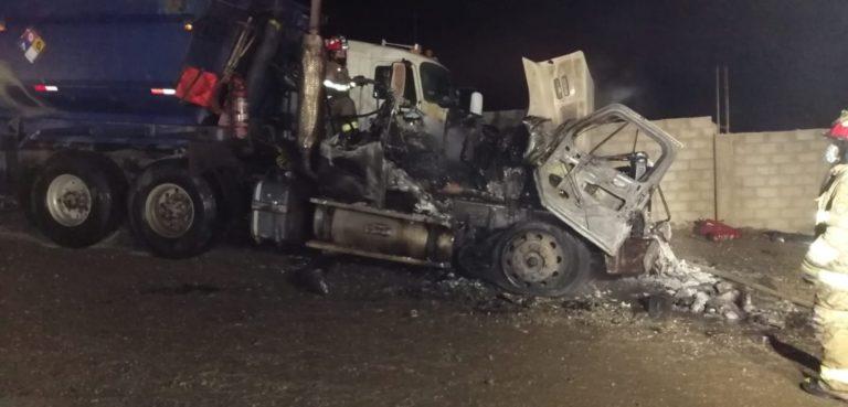 Camión de minerales se incendia en Matarani