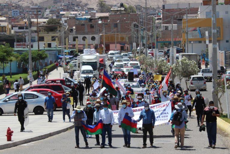 Pobladores de Sánchez Cerro llegaron a Moquegua exigiendo reanudación de carretera