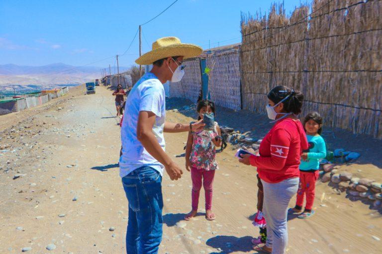 Reparten molles y mioporos para crear cultura ambiental en Punta de Bombón