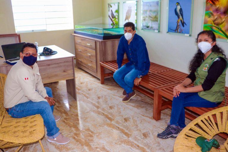 Alcalde punteño se reúne con personal del Santuario Nacional Lagunas de Mejía
