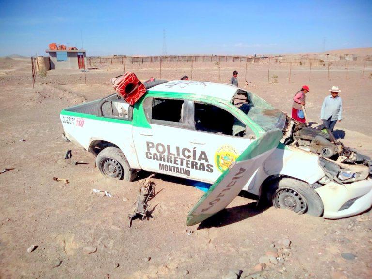 Camioneta de la Policía de Tránsito se despista y dos resultan heridos