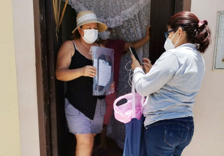 Reanudan distribución de protectores faciales en Puntade Bombón