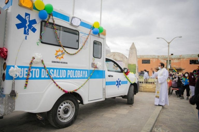 Pobladores de Polobaya se benefician con ambulancia nueva