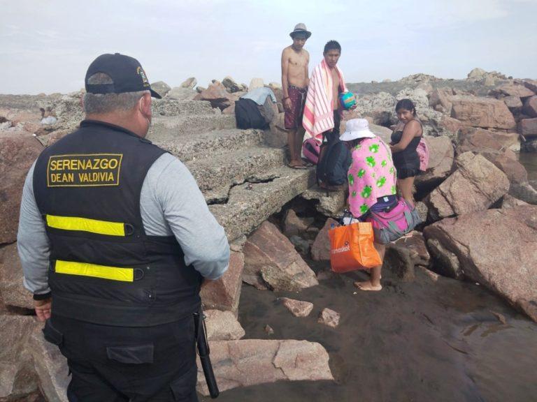 Deán Valdivia: Desalojan a bañistas de playa Motobomba