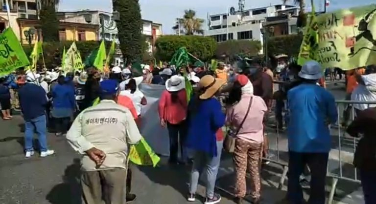 Manifestantes del valle llegaron a Mollendo en marcha de protesta