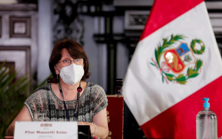 Pilar Mazzetti señala que sí se colocará la vacuna contra la COVID-19