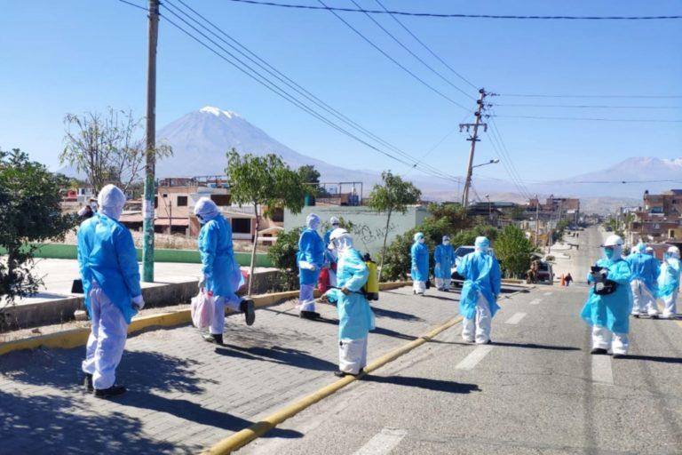 Prevén inmunizar a 54 mil personas de primera línea en Arequipa