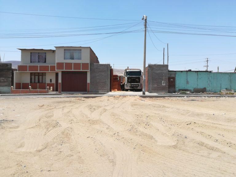 Vecinos de Alto Inclán denuncian: Tráileres con materiales de construcción invaden zona para áreas verdes