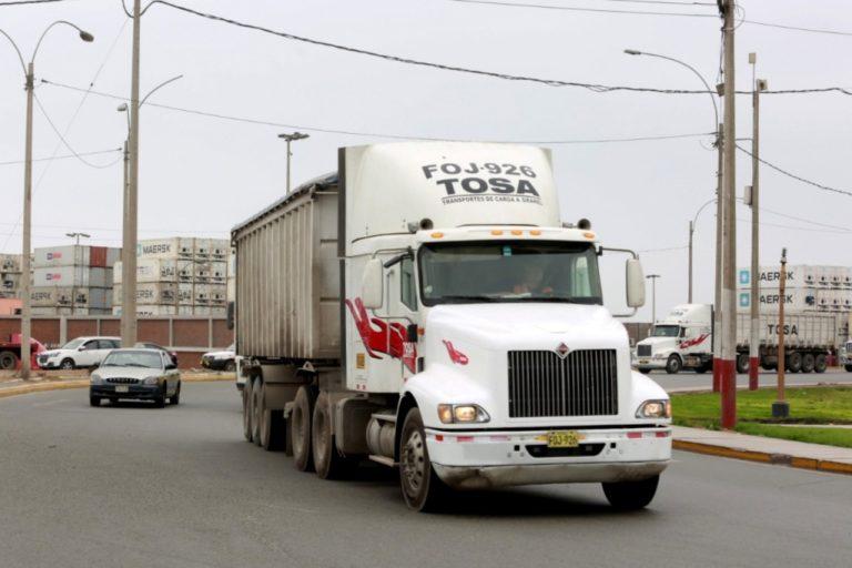 Conductores de transporte de carga y mercancías no necesitan pase laboral