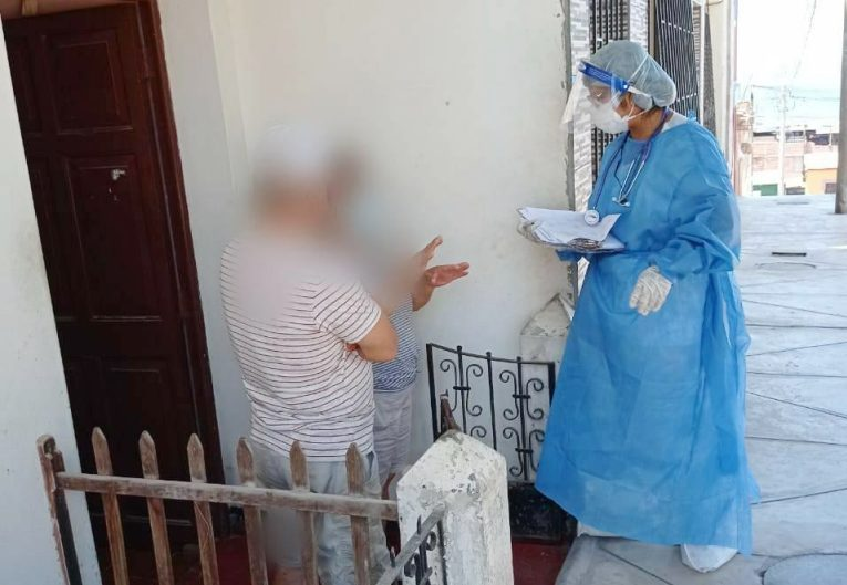 Brigadas de salud de la Red Islay intervienen a 15 familias en Mollendo