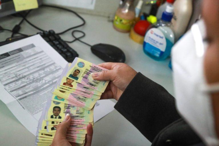 ¿Qué pasa si mi certificado de salud venció y aún no he podido obtener mi licencia?