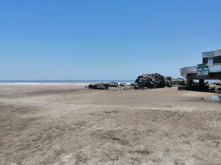 Mar retrocede 150 metros en playas de Mollendo