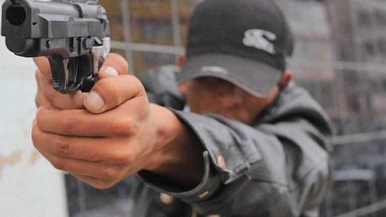 Provistos de armas de fuego asaltan a repartidor de alimentos