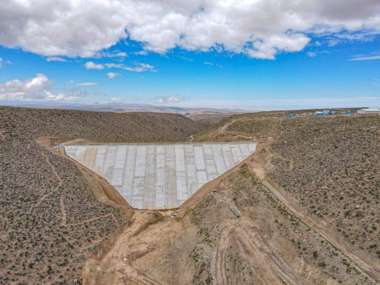 Avance del 96% presenta la nueva represa Cularjahuira que promueven Southern Perú, productores de Camilaca y MIDAGRI