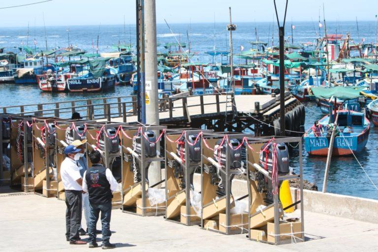 Pescadores artesanales reciben 16 motores fuera de borda para mejorar niveles de pesca