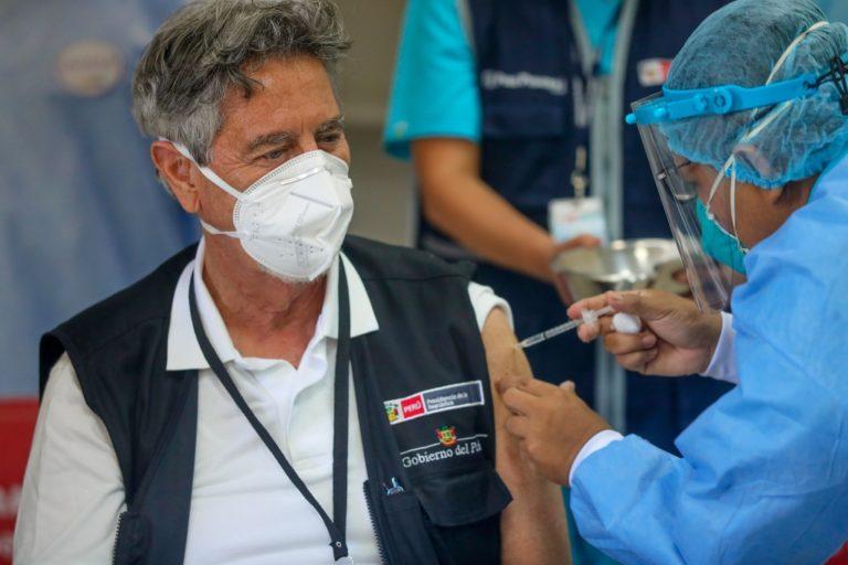 Presidente Sagasti recibió la segunda dosis de la vacuna contra la covid-19