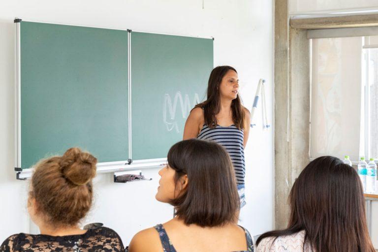 Organizan conversatorio por el Día de la Mujer en Punta de Bombón