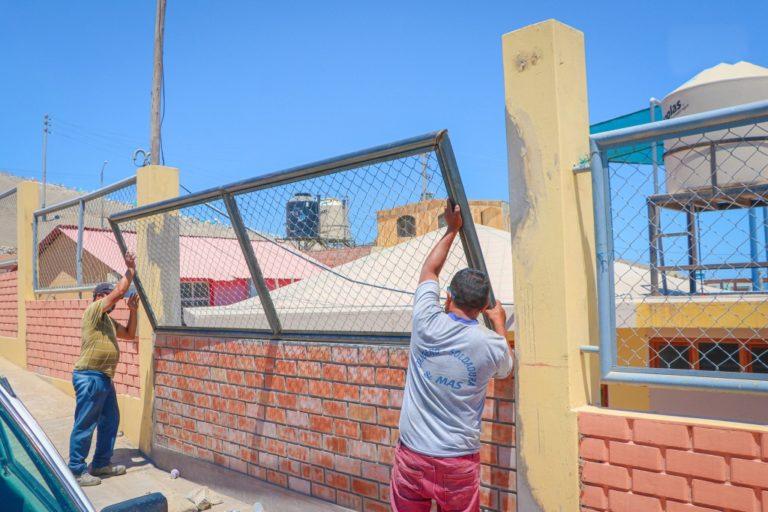 Municipio instala cerco, malla metálica y baranda en jardín de niños de Alto La Punta