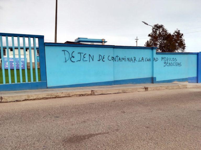 Pintarrajean muros del hospital de Mollendo