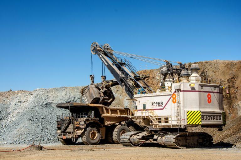 ¿Por qué la producción de cobre y plata se reducen en Arequipa y Tacna?
