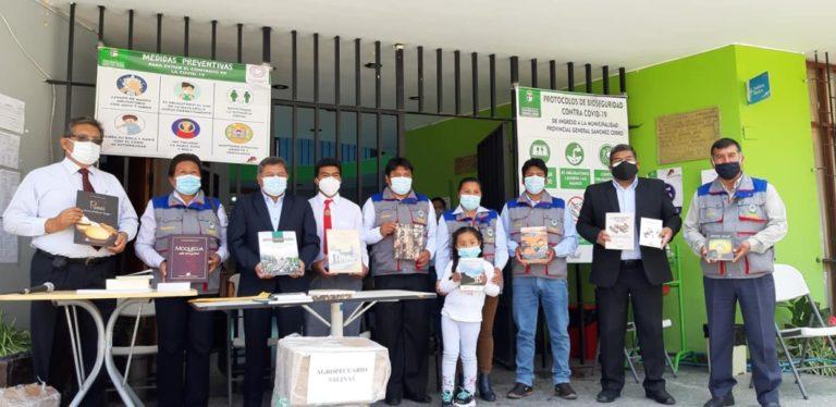 UNAM dona libros en la provincia General Sánchez Cerro