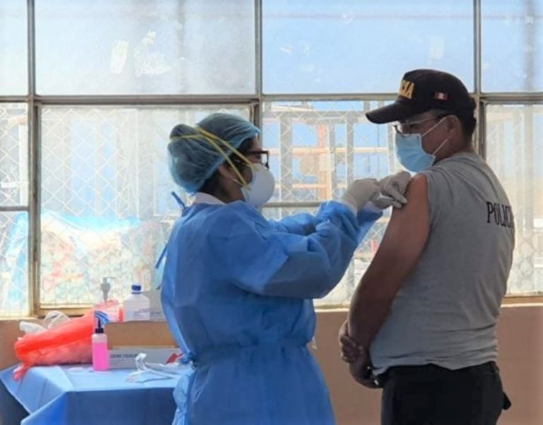 250 efectivos en Ilo han sido vacunados contra del Covid-19
