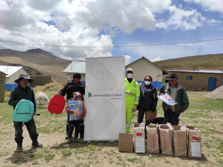 Mil escolares de Sánchez Cerro reciben kits educativos