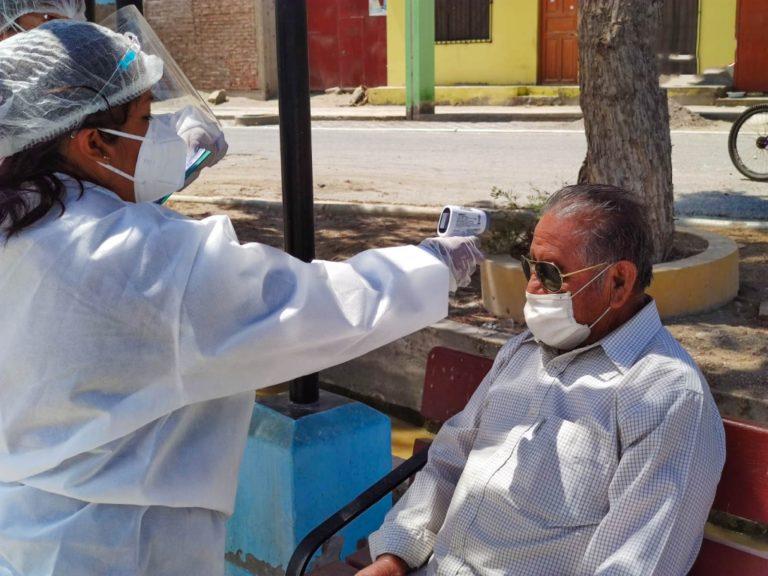 Continúan campaña de toma de signos vitales y saturación en Catas y Bombón