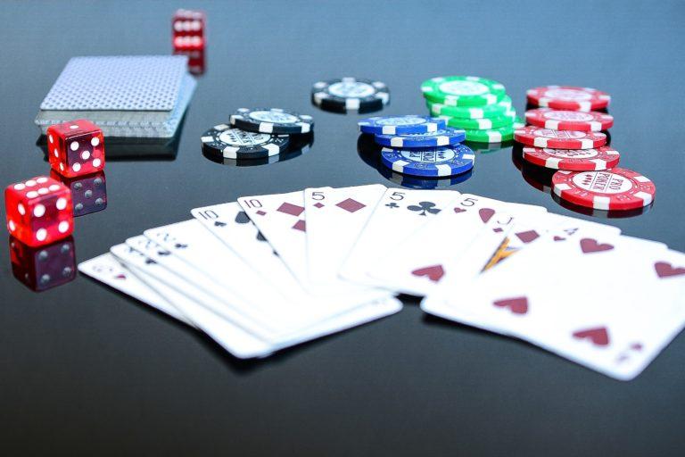 ¿Quién autoriza a los casinos a operar?