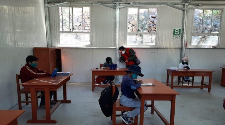 Tres profesores dan positivo a Covid-19 en colegios con clases semipresenciales