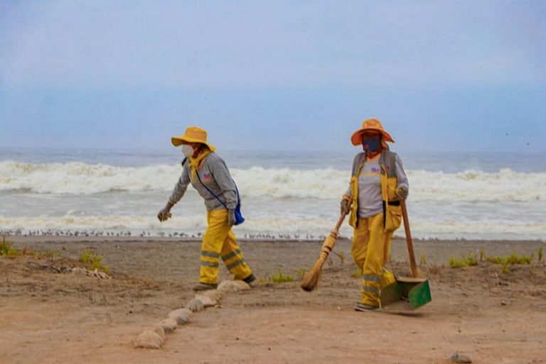 Continúan jornadas de limpieza en playas de Punta de Bombón