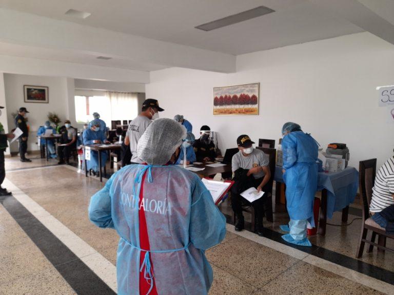 Increíble: Vacunan a 153 policías en situación de retiro en Arequipa