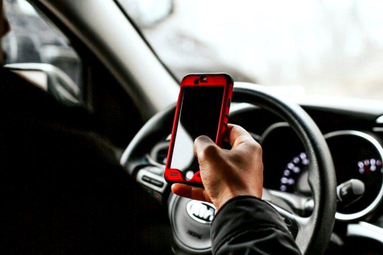 Poder Judicial emite sentencia: Utilizar el celular en el trabajo es una falta grave