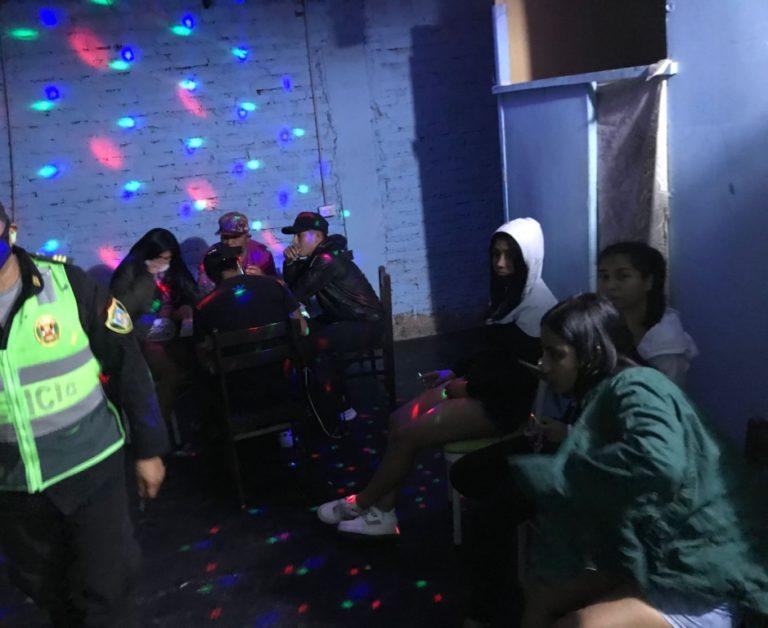 Policías de Matarani intervienen a 18 personas en local nocturno