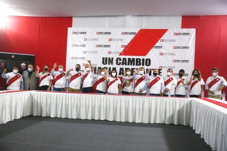 Keiko Fujimori presentó a integrantes de equipo técnico