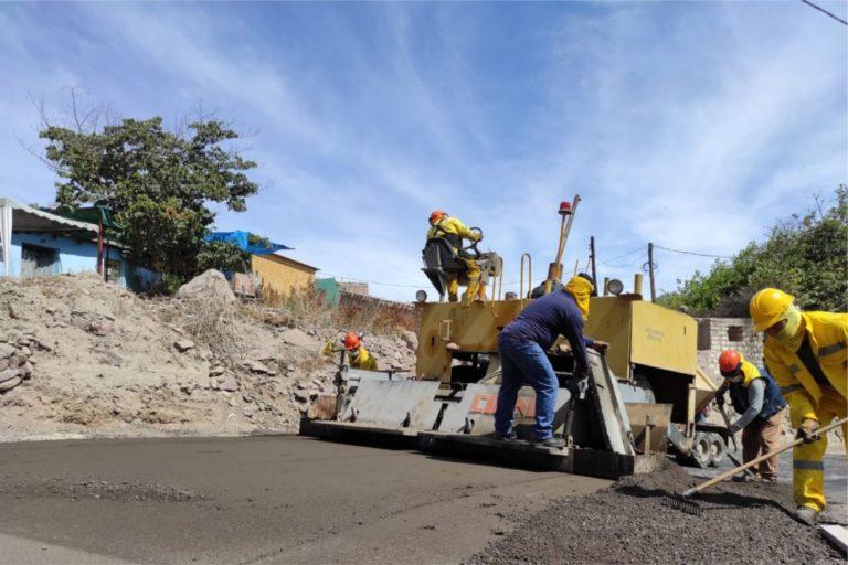 Continúa mejoramiento vial de la calle antigua del CP de Yacango