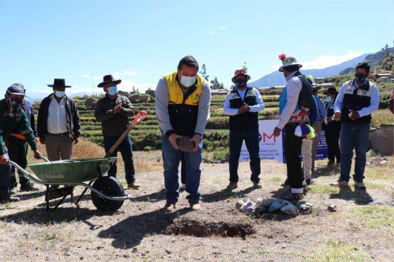 Alcalde de Mariscal Nieto colocó primera piedra de obra de conducción de agua en Ataspaya
