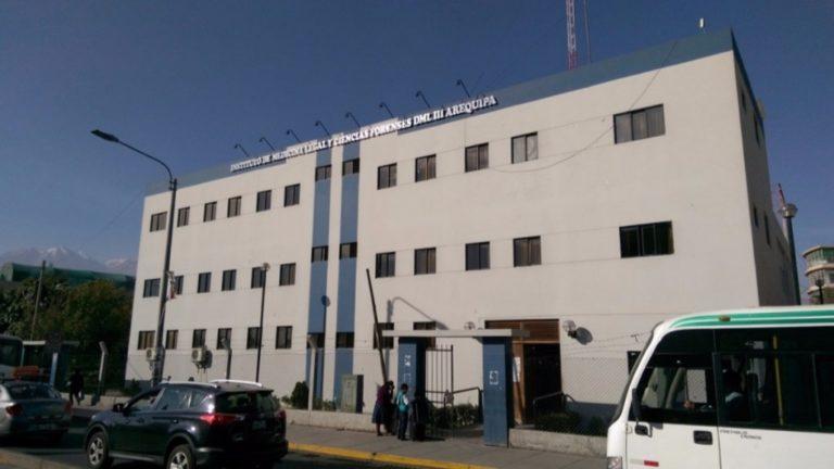 Arequipa: Hallan a joven mujer sin vida en interior de hospedaje